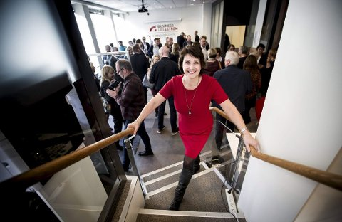SER VEKST: Kristin Uvaag Tufte i veksthuset i Lillestrøm er ikke enig i at det er mørke tider for næringslivet på Romerike.