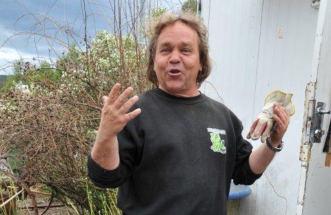 ANNO 2010: Lars Utengen er i godlune når han får fortelle historier, men kommer han over søppelsyndere så får de så øra flagrer.
