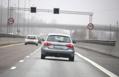 110 KM/T: Siden påske har det vært lov å kjøre i 110 km/t på E6 mellom Moss og Ås. Dette bildet er tatt like nord for Follotunnelen.FOTO: MATTIAS MELLQUIST