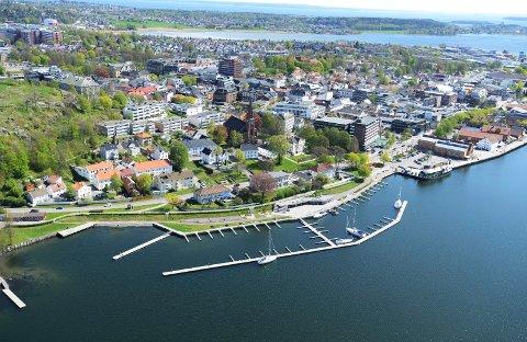 TRENGER TOMT: Statsbygg skal kjøpe tomt sentralt i Tønsberg for å bygge tinghus. Nå håper de interessenter melder seg.
