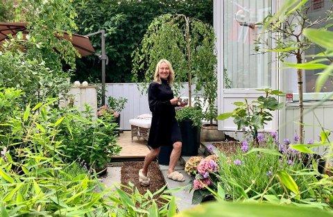 FRODIG: Annette Julie Qvist har skapt frodige omgivelser for seg selv i sin lille villa på Majorstuen.