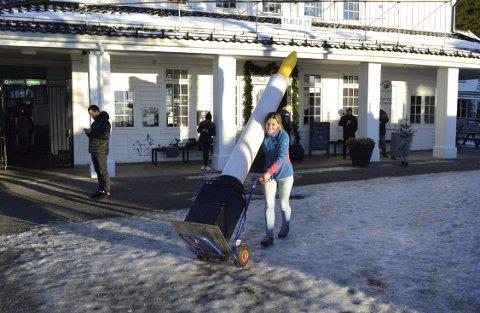 Guro Øvsthus hos Fløibanen er «lysmester», og er allerede begynt forberedelsene. (Foto: TOM R. HJERTHOLM)