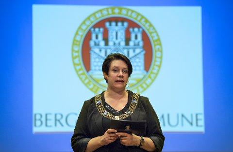 Ordfører Marte Mjøs Persen ber folk stille opp på markeringen av Krystallnatten.