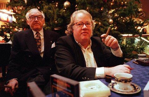 Borge likte god mat og en god sigar. Her tester han sigarer med Fritjof Sørensen i 1997.