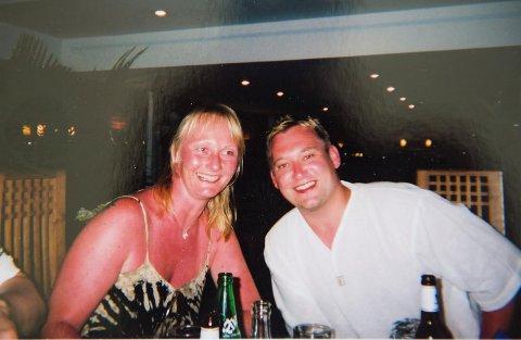 Mette har vært opptatt av å være brun hele livet. Hun har også vært en del solbrent. Her er hun med sin Kenneth Sørsdal.