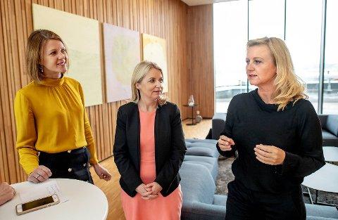 F.v.: Ragnhild Janbu Fresvik, Bjørg Marit Eknes og Siren Sundland er konserndirektører med ulike ansvarsområder i Sparebanken Vest.