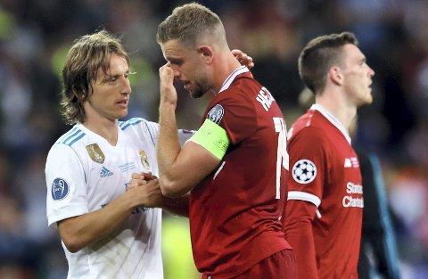 Luca Mordric og Jordan Henderson møttes da Real Madrid møtte Liverpool i Mesterligaens finale. Den gangen var det kroaten som kunne juble, men statistisk sett ligger engelskmennene best an til å ta seg til en VM-finale. (Arkivfoto: NTB scanpix)