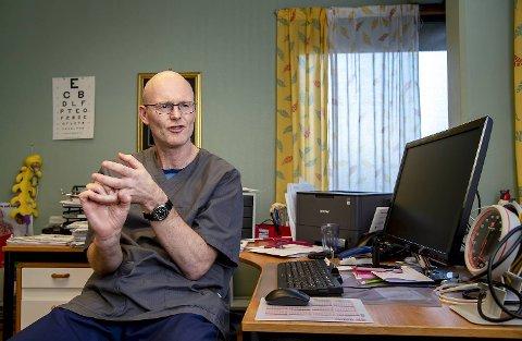 Olav Gautestad ved Fjellsdalen legesenter på Bønes har vært fastlege i over 15 år. Han forteller at pasienter som bestiller via nettet med få opplysninger fort kan oppleve en ventetid på tre til fire uker.