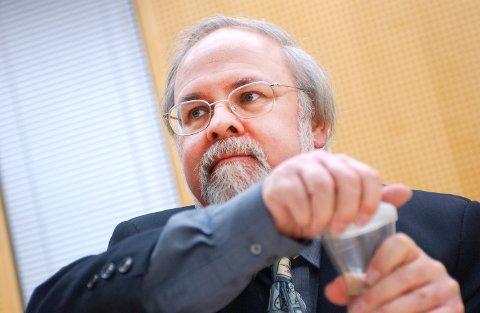 Tidligere stortingsrepresentant Jan Simonsen er død etter lengre tids kreftsykdom.