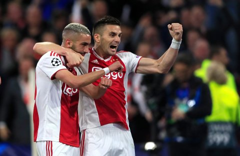 Ajax har mistet flere sentrale spillere, men ikke flere enn at de er et solid lag fortsatt. Hakim Ziyech og Dusan Tadic er blant spillerne som kan lage problemer for PAOK i kveld. (AP Photo/Peter Dejong)