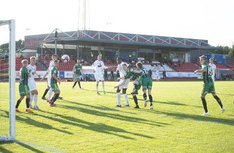 Øygarden FK har hatt en tung sesong både sportslig og                                           økonomisk. Laget ligger for øyeblikket på sisteplass i 1. divisjon.