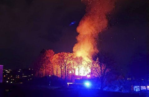 Huset var ikke mulig å redde og brant ned til grunnen i løpet av natten.