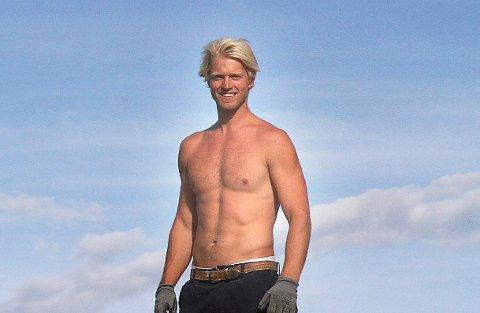AKTIV: Eilev Bjerkerud snerker hytte på harde tak om dagen. Neste uke kan unge kryllinger møte ham for å lære noen kule dansemoves.