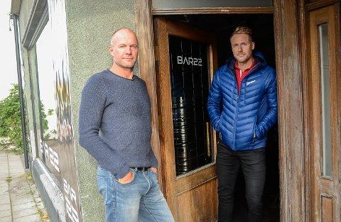 I TENKEBOKSEN: Jørre Kjemperud (t.v.), og Kim Hellum har fortsatt ikke tatt stilling til hva som skal skje videre med Bar 22.
