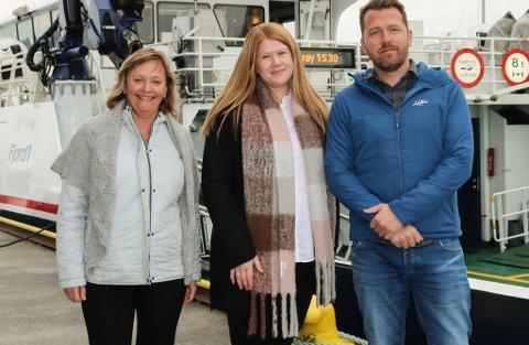 F.v. operativ leiar i region 2 Sigrunn Hellebust, leiar for servicesenteret Heidi Skorpen, IKT-leiar Børge Nordal i Fjord1