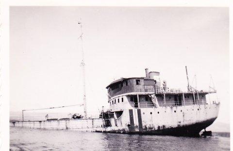 TORPEDERT: M/T Bivi blei torpedert på 2. juledag i 1944.