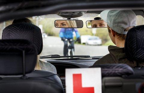 Fyller du kravene? Nå skal det bli enklere både for leger og den som søker om førerkort å vite hvem som fyller kravene. Illustrasjonsfoto: Scanpix