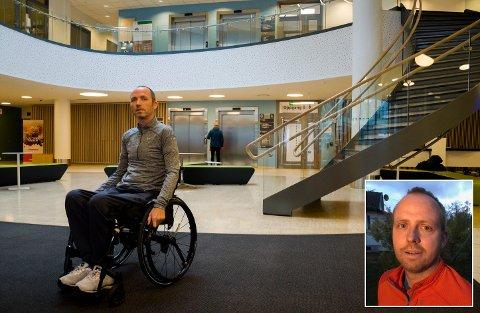 Geir Rugsveen Engen, som har ALS, har bodd på Helsehuset i rundt seks uker. Han vil bo hjemme hos familien sin. Broren Stian Rugsveen Engen (innfelt) sier kommunen fratar Geir muligheten til det.
