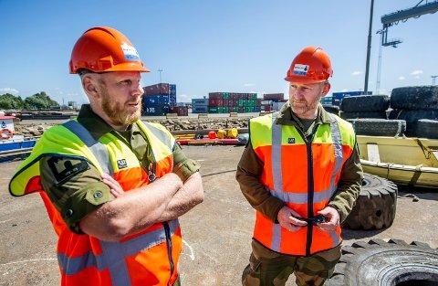 STARTET HER: Som major i Forsvaret hadde Henning Lilleng (til høyre) ansvar for å planlegge Heimevernets rolle under fjorårets store Nato-øvelse. Da ble han godt kjent med Borg Havn. Her sammen med liasonoffiser Morten Marius Apenes.