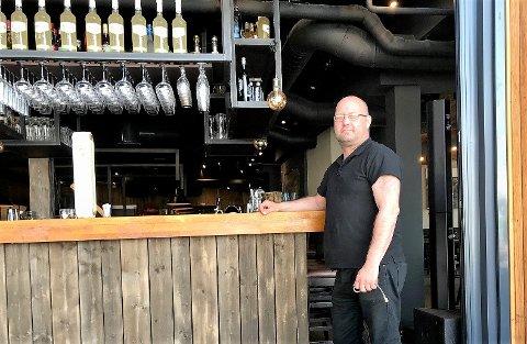 NYTT: Håvard Bråten viser frem restaurantens nye bar-satsing.