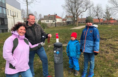 STOLPEJAKTEN: Deltar for fjerde året. Familien Arntzen fra Lisleby har vært med siden FSK startet lokal stolpejakt i 2017. Fra venstre Marita, André, Sindre og Daniel.