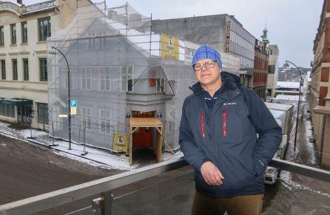 Kirkens bymisjon bruker nesten en million kroner på å fikse taket og bytte vinduer i Agentgata 4.