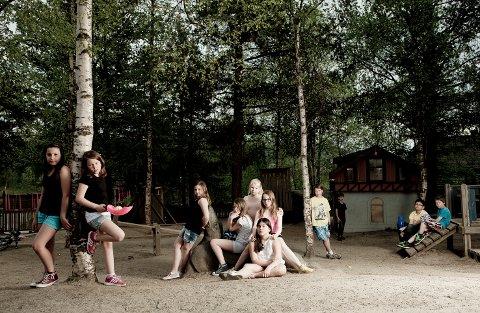 """I BOKA: """"Friends at twelve"""" er et av bildene Grethe Irene Einarsen har fått med i boken 100 Norwegian photographers."""