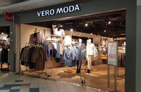 INNTEKTSFALL: Vero Moda på Sjøsiden senter er en av flere butikker som må stenge dørene inntil videre.