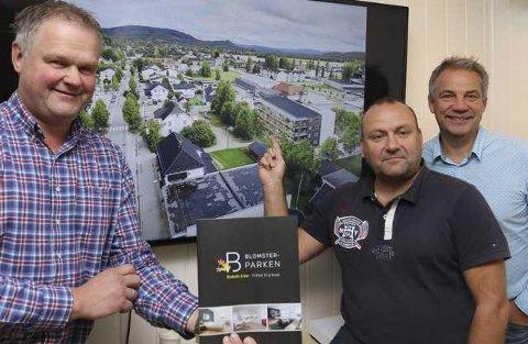 UTSOLGT: Olde Peder Berggren, Erik Holtet og Per Otto Sletten i Blomsterparken har nå fått solgt alle de 24 leilighetene.
