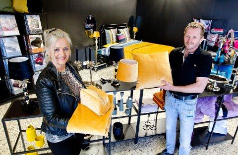 NY BUTIKK: Indusia Design åpner Interiør og tekstil-butikk i Storgata i Charlottenberg. Daglig leder Vigdis Støve og hennes samboer Hans Einar Joelsen gleder seg til åpningen skjærtorsdag.