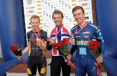 NIENDE TEMPOGULL: Edvald Boasson Hagen sikret seg et nytt NM-gull. Det nieende i rekken. Med seg på seierspallen fikk han Kristoffer Skjerping (bronse) og Andreas Vangstad (sølv).