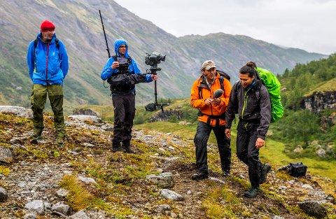 Stian Sandø var en av NRK-profilene som var med Lars Monsen på tur i Jotunheimen. Her blir han intervjuet av Monsen selv.