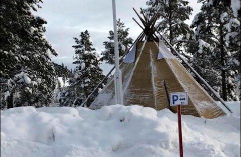 Ved Espedalen fjellstue er det gruslagt et område og satt opp en lavvo over et gammelt fangstanlegg. Kulturarvenheten i Oppland fylkeskommune mener tiltakene er brudd på kulturminneloven.