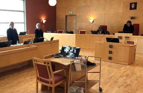 En kvinne anmeldte sin far for overgrep i 1996. Saken ble henlagt. Nå står han tiltalt for overgrep mot to andre døtre.