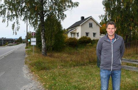 Klar for Moelv: Ersgaard AS har bygd boliger i mange år, blant annet i Lillehammer. Nå har selskapet kjøpt eiendom i Moelv.  Geir Andersstuen er prosjektleder for det som etter hvert skal skje i Storgata 71.