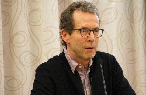 STILTE SPØRSMÅL: Bjørn Haugen Morstad (H) ønsket å få ryddet opp i debatten omkring energiløsningen til det nye helse- og omsorgssenteret på Harestua.