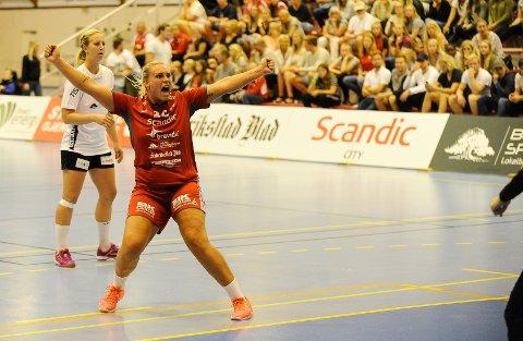 Fredriktads Pernille Christensen jubler for scoring.