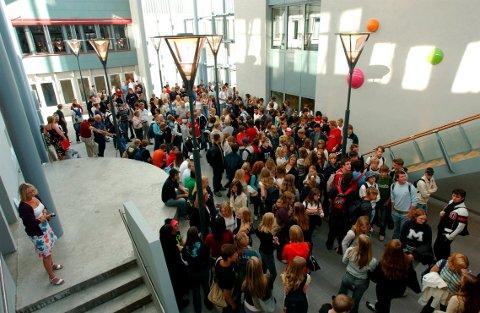 PORSNES: Mandag blir det ingen undervisning på Porsnes. Tirsdag settes hele den videregående skolen i Halden på rødt nivå. Arkiv.