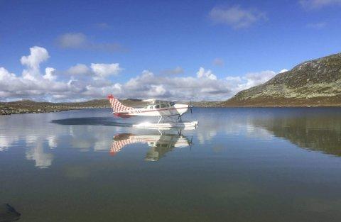 Fly: Ein eventuell landingsplass for sjøfly i Eidfjord har problemstillingar som støy ved ut- og innfyking til Eidfjord, minstehøgd på 300 meter over bakken og restriksjoner for visse område. Foto: Scandinavian Skies