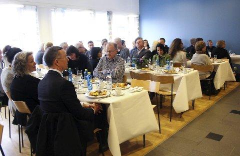 FEST OG TALER: Nye HVL ble feiret med lunsj i kantinen.