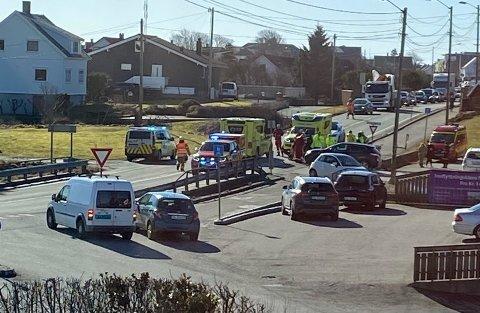 SAMMENSTØT: En bil og en syklist hadde et sammenstøt på Åkra i 11.30-tiden.