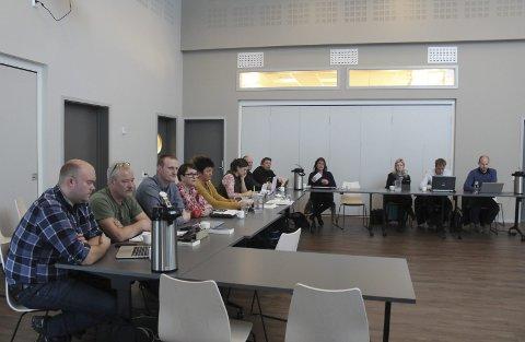 Behandler økonomien: Kommunestyret i Hattfjelldal fikk sist kommunestyre en orientering om finansrapport og skatteregnskap for 2016. I det samme møtet fikk politikerne også orientering om innsparingene som står for tur i 2017. foto: Benedicte Wærstad