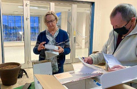 Ledende helsesøster i Meløy kommune, Sonja Edvardsen tok imot de første 30 dosene med vaksiner mot Covid-19 klokken 10.00 tirsdag 5. januar.