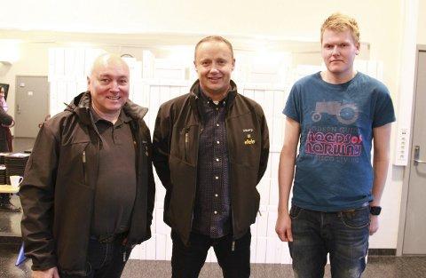 GLAD FOR NYANSATT: Da Jonas Rushfeldt Sjøtun (23 og et halvt) var ferdig utdannet i Trondheim, fikk han jobb i Vadsø med en gang. Avdelingsleder for vadsøkontoret til ElTele, Hermann Westlie (til venstre), og direktør Jens-Harald Jenssen er glad for å ha fått en ny mann med på laget.