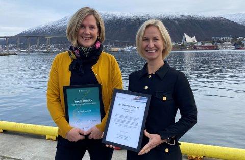PRISVINNER: Synøve Vassvik (t.v.) mottok pris for beste nærbutikk i Troms og Finnmark av direktør Marit Mellingen i Distriktssenteret.
