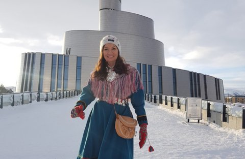 HJEM TIL FINNMARK: Astrid Mienna skal hjem til Karasjok i påska.  Her avbildet i Alta ved en tidligere anledning.