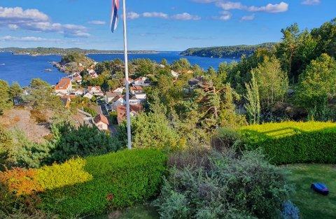 FLOTT UTSIKT: Her ønsker boligeieren å etablere svømmebasseng i hagen på Tåtøy.