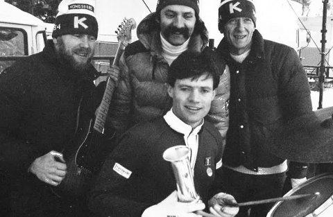 FEM KONGEPOKALER: Per Bergerud, som her feirer NM-gullet og kongepokalen i Hannibal i 1984 sammen med Thore Korsmoe, Gunnar Weseth og Arne Roar Hansen som spilte i populære Apollos, har fem kongepokaler.ALLE FOTO: OLE JOHN HOSTVEDT