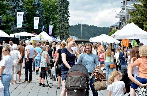 Spisesteder kontrollert: Under jazzfestivalen i Kongsberg utførte Mattilsynet tilsyn på alle spisestedene. En av matbodene måtte stenge. (Illustrasjonsbilde)