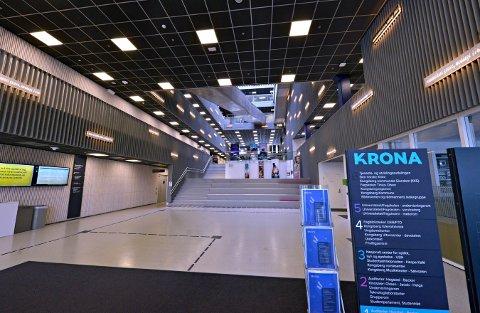 ØDE: Krona er stengt ned, bortsatt fra noen kontorer i sjette etasje. Ventilasjonen går som normalt.